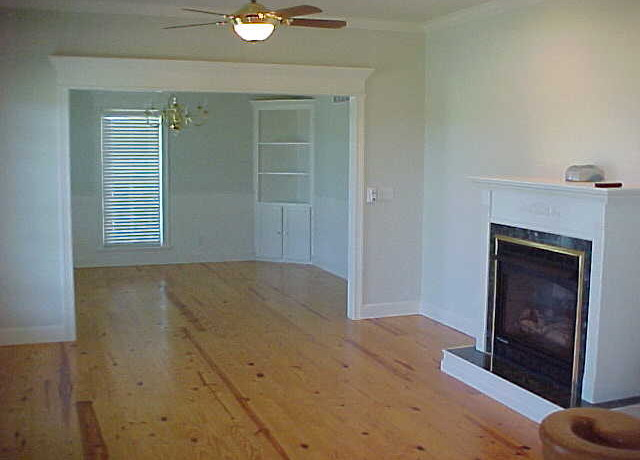 5610 W93rdS living-dining