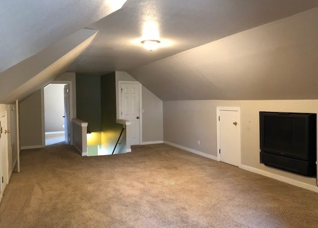 Upstairs bonus room2